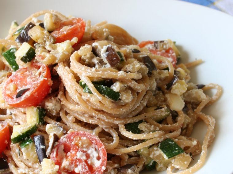 Celozrnné špagety se zeleninou a ricottou