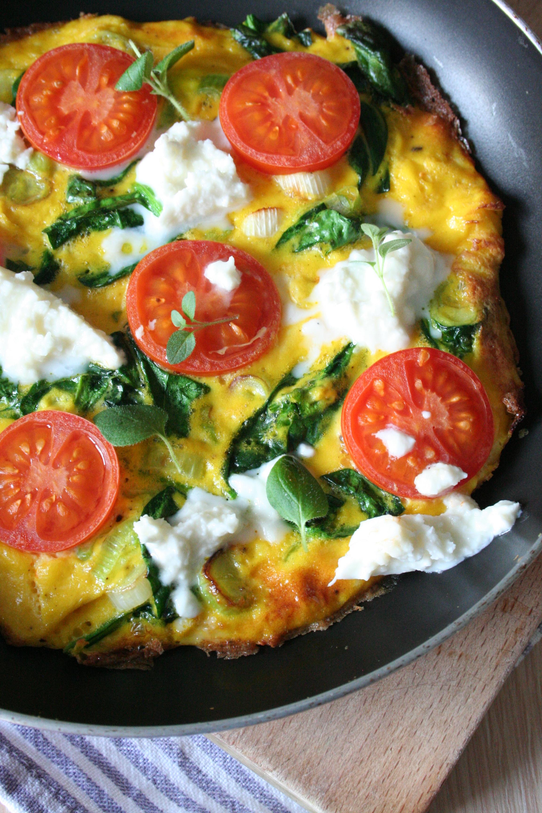 Špenátová omeleta s rajčátky