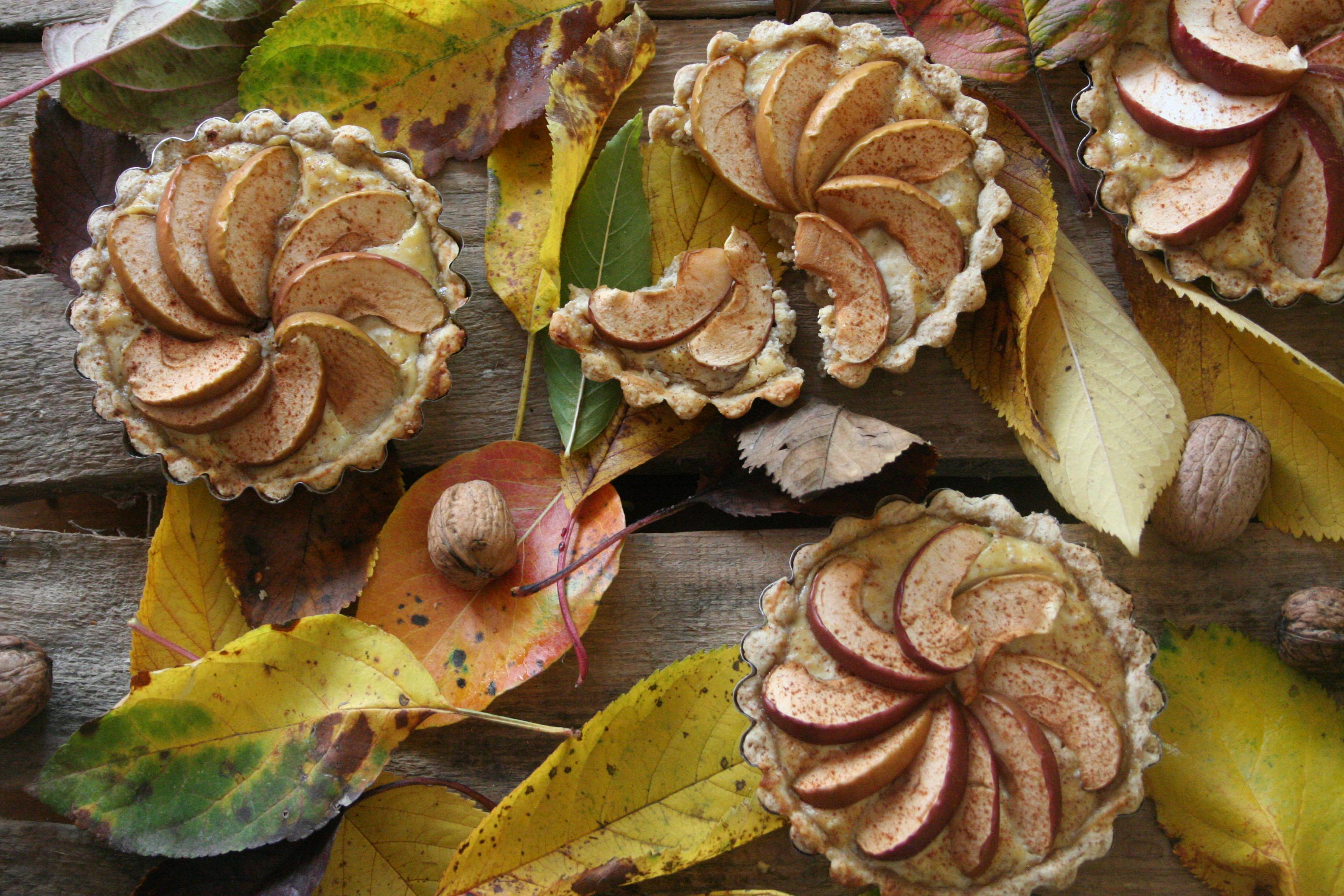 Celozrnné košíčky s jemnou náplní s ořechy a jablky