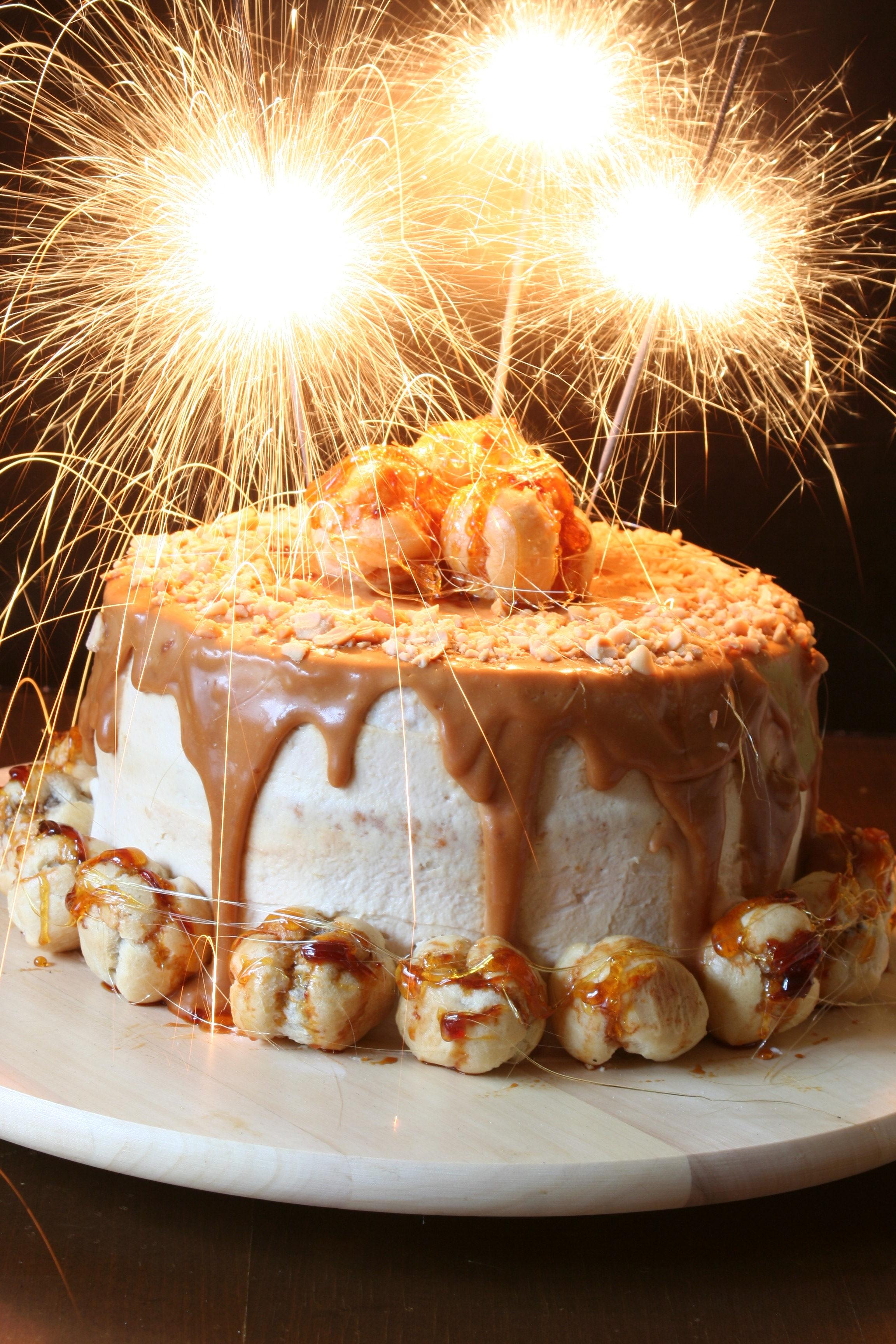 2. narozeniny Vařeniště + Arašídový dort s banánovým krémem, slaným karamelem a čokoládovými profiterolkami