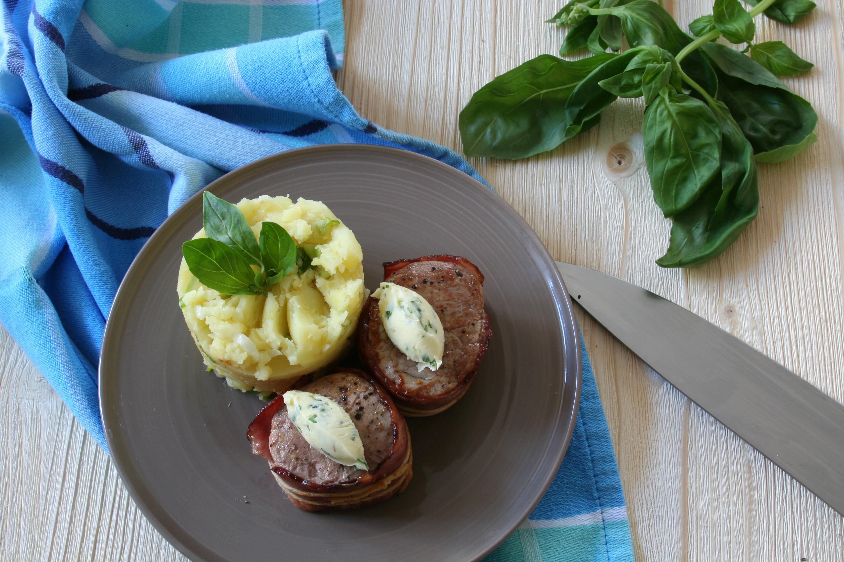 Medailonky z vepřové panenky se šťouchanými brambory