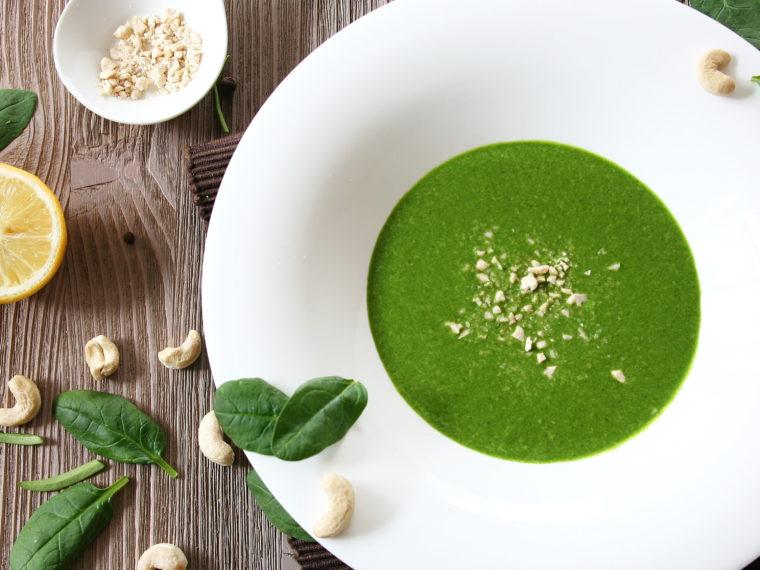 Pikantní špenátová raw polévka
