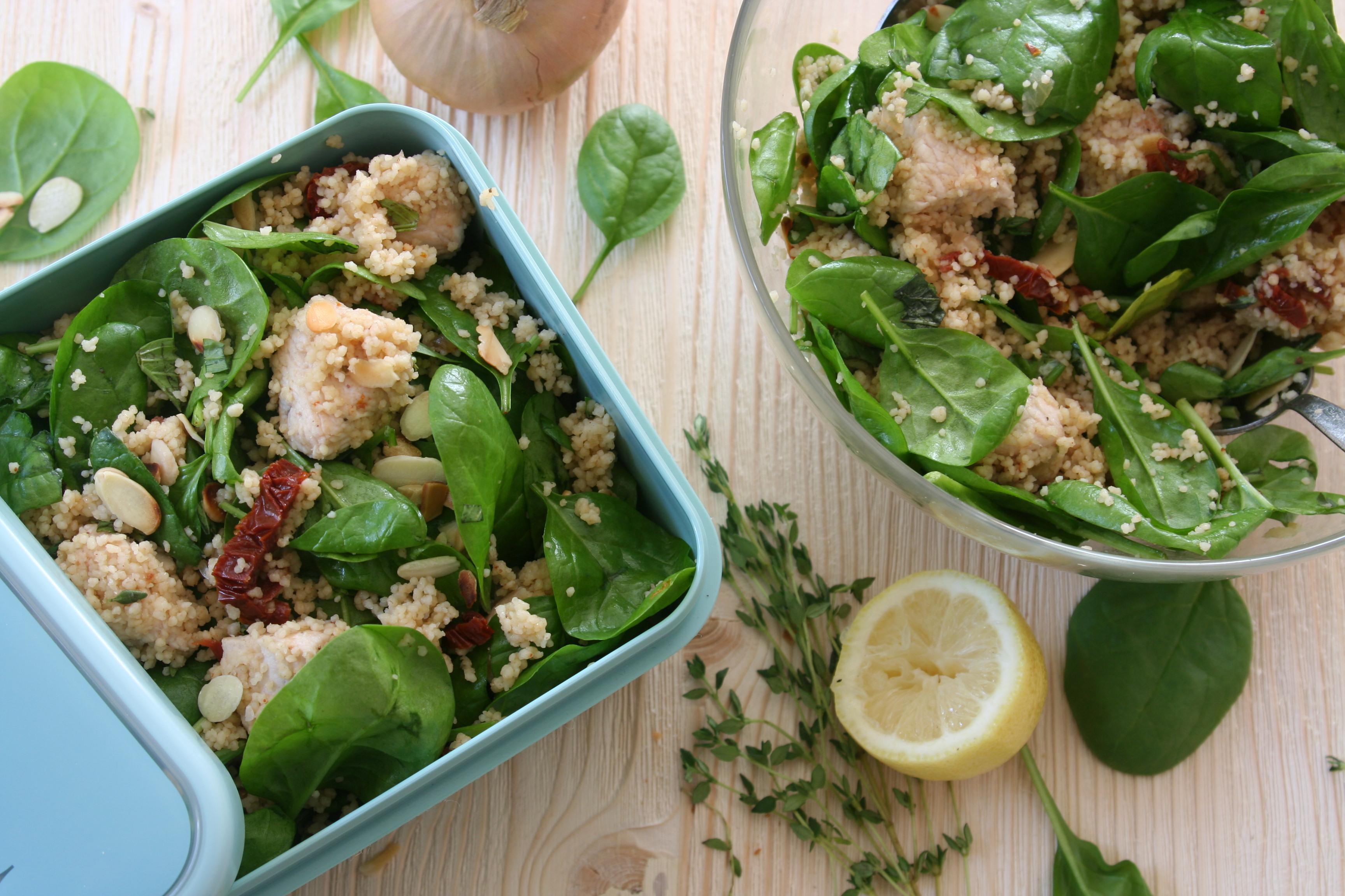 Kuskus salát s krůtím masem