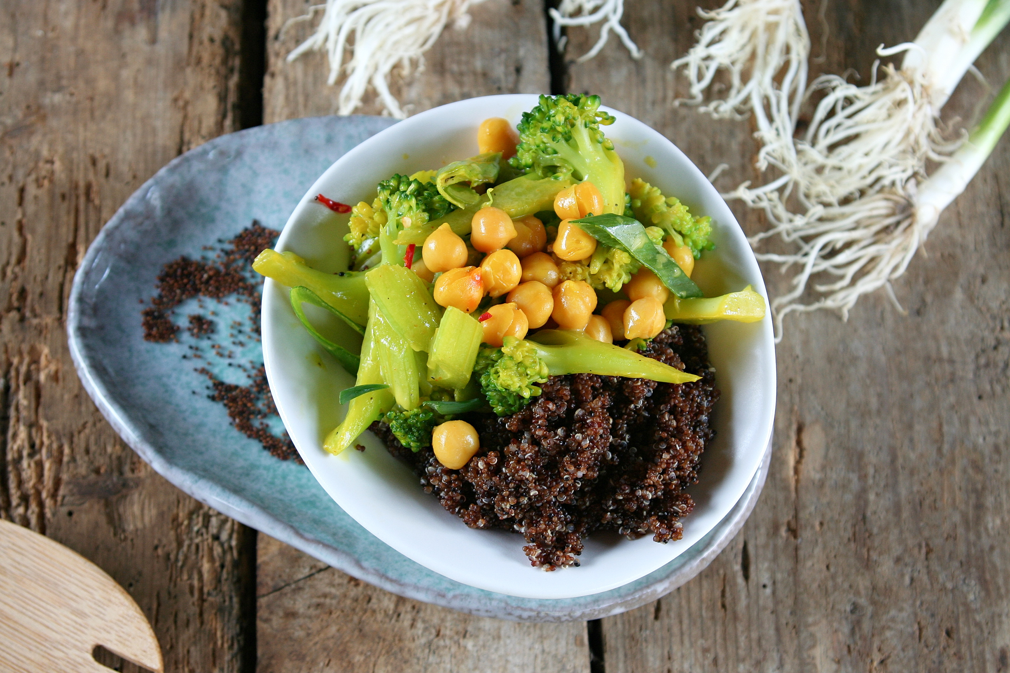 Canihua (Kaniwa) s jemným zeleninovým soté a cizrnou