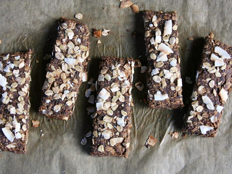 Kakaovo-kokosové müsli tyčinky s konopným proteinem
