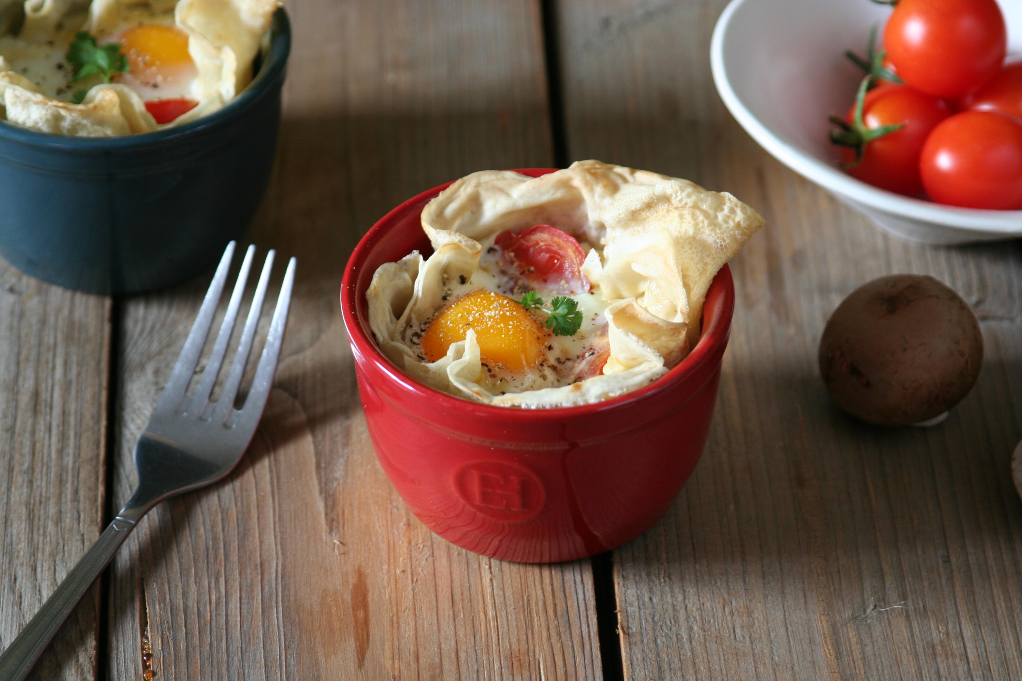Vejce zapečené v palačince s kozím sýrem a žampiony