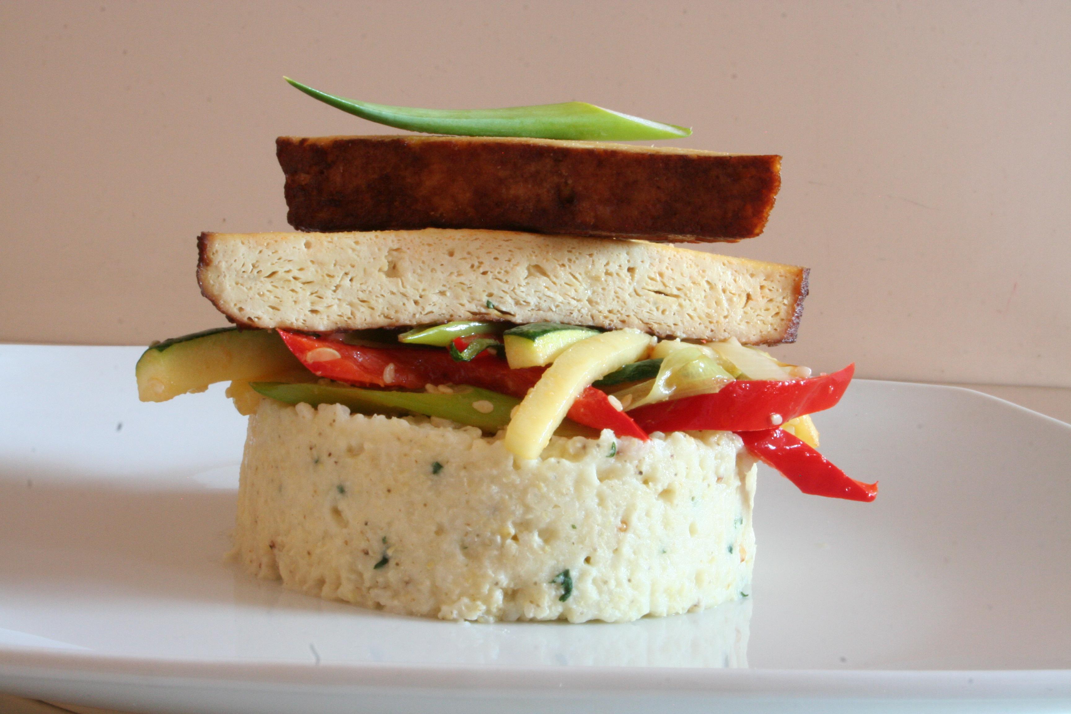 Uzené tofu se zeleninou a jáhly