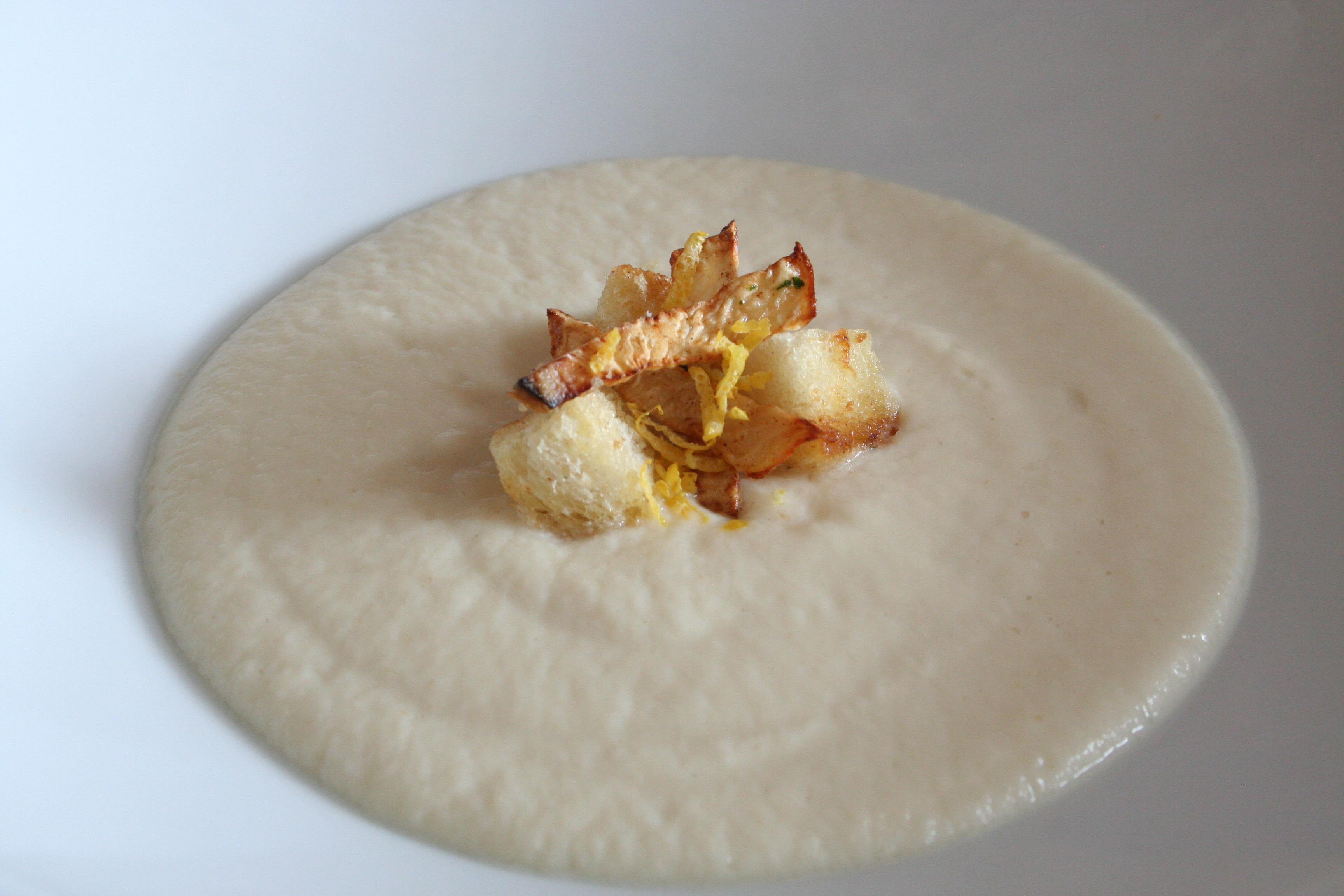 Celerový krém s citronem a bílou čokoládou