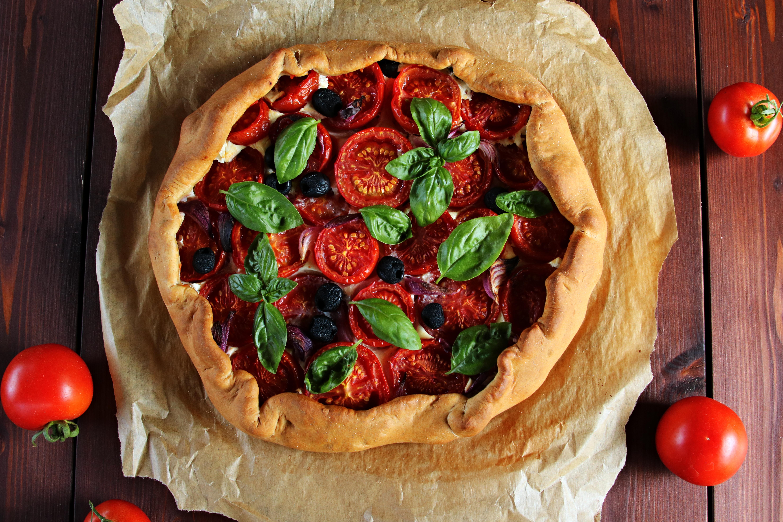 Špaldový koláč s rajčaty