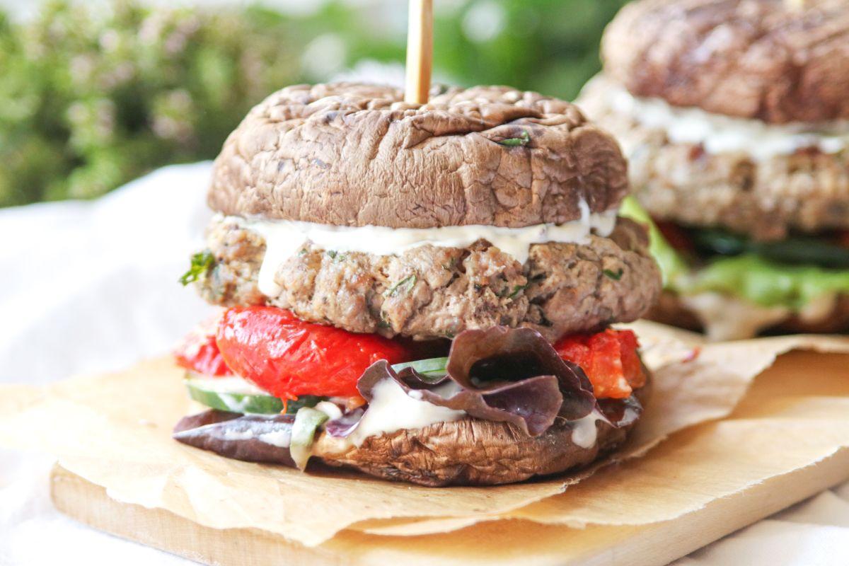 Portobello burger s pečenou paprikou