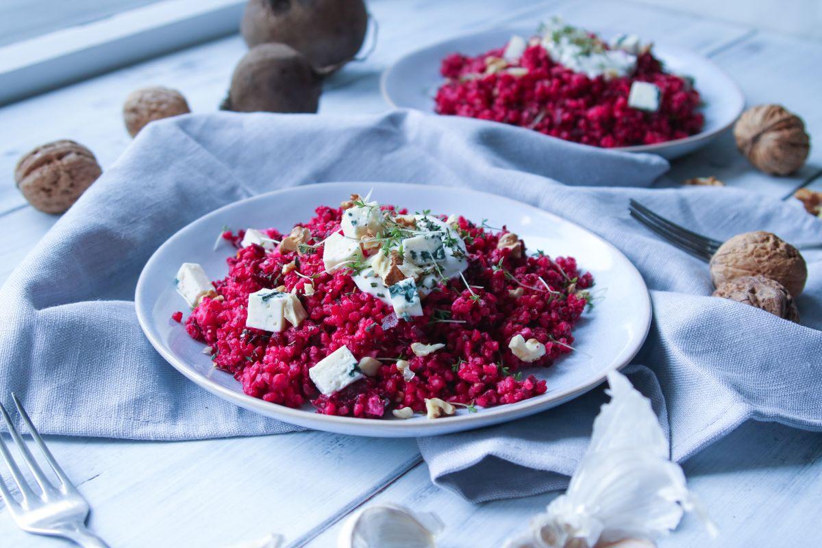 Bulgur s červenou řepou a ořechy