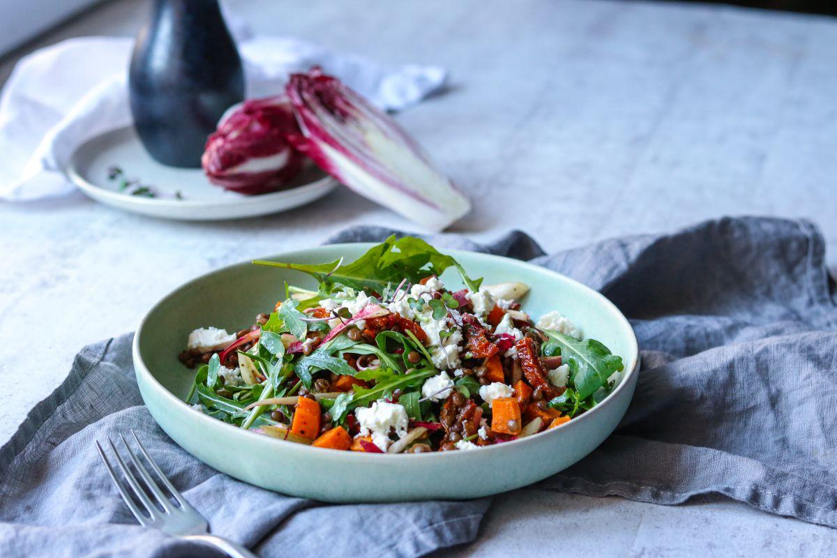 Čočkový salát s batáty a čekankou